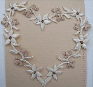 EMBROIDERED APPLIQUE MOTIF - FLORAL HEART CREAM