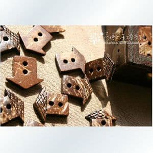 Coconut buttons, 1.8cm x 1.6cm x 0.3cm, 5pieces, (XMK076)